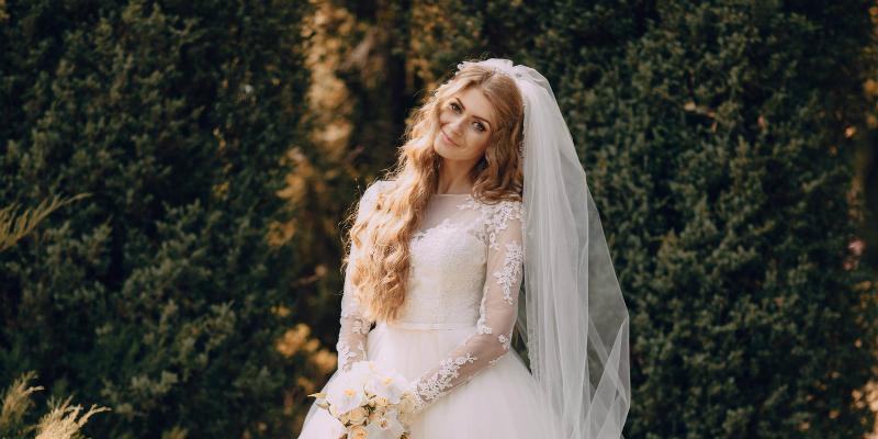 Свадебные платья с фатой | Свадебные платья, Скромные свадебные ... | 400x800